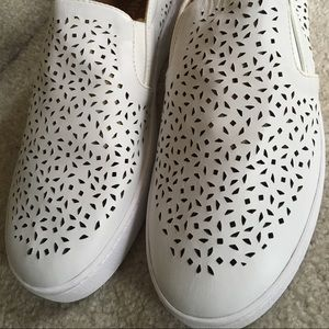New White Leather Vionic Sneakers